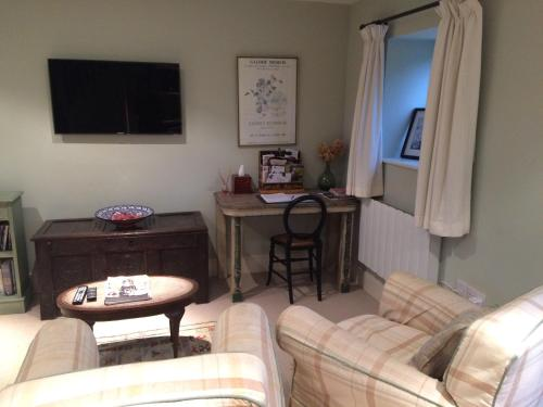 A television and/or entertainment center at Eydon B&B