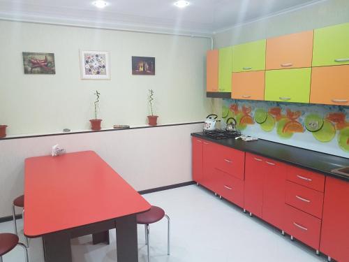 Кухня или мини-кухня в Crystal Inn