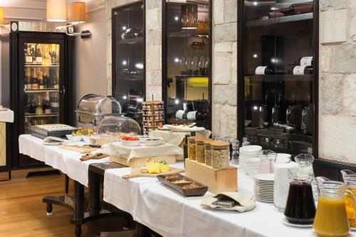 A restaurant or other place to eat at Bastion Heritage Hotel - Relais & Châteaux
