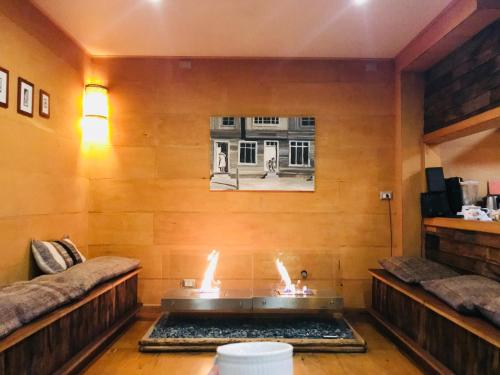 A seating area at Palafito 1326 Hotel Boutique