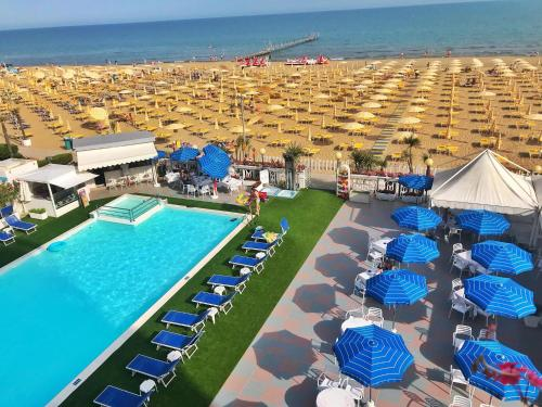 A view of the pool at Hotel Marina or nearby