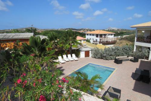 Uitzicht op het zwembad bij Apartemento Gosa Bunita of in de buurt