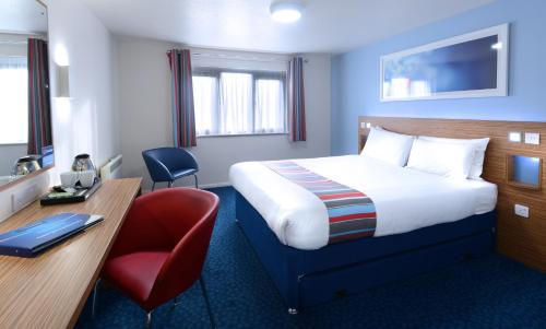 A bed or beds in a room at Travelodge Cork