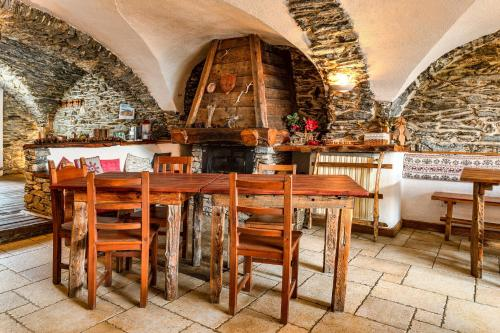 A restaurant or other place to eat at Agriturismo il Fiocco
