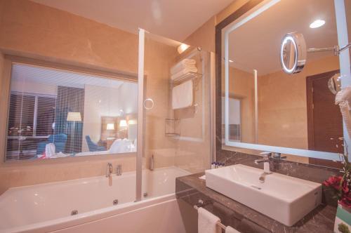 A bathroom at Margi Hotel