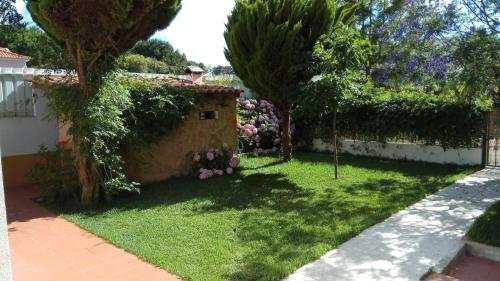 A garden outside Valley house - Aldeia do Meco, Sesimbra