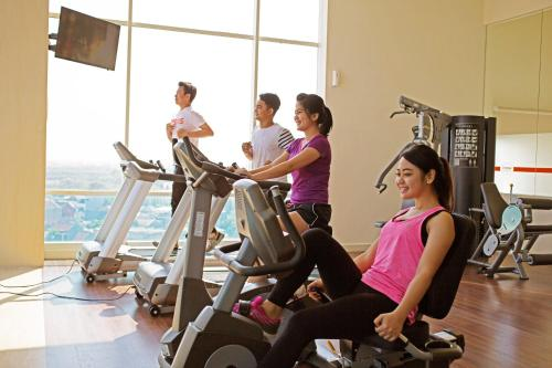 The fitness center and/or fitness facilities at HARRIS Hotel & Conventions Bekasi