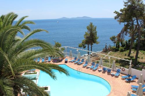 A view of the pool at Paradise Hotel or nearby