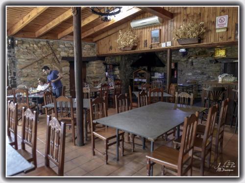 A restaurant or other place to eat at Hotel Rural El Lagar De Las Médulas