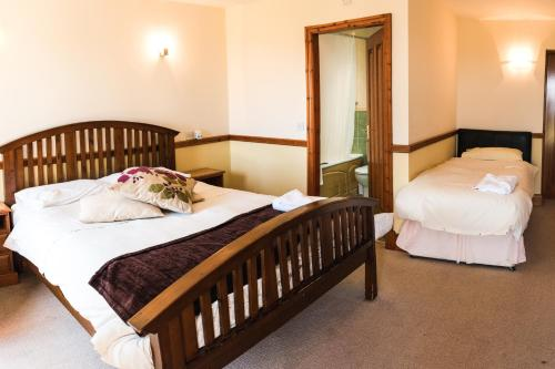 A bed or beds in a room at Fernhill Bed and Breakfast