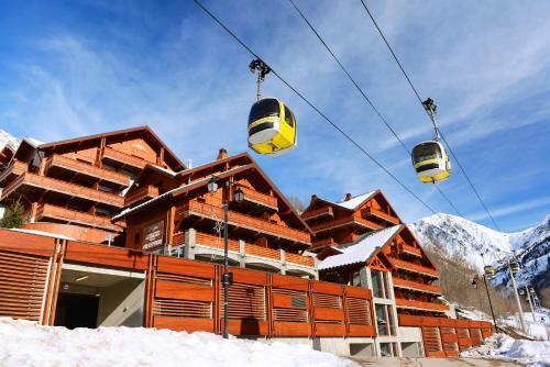 Résidence Prestige Odalys La Cascade - Les Epinettes during the winter