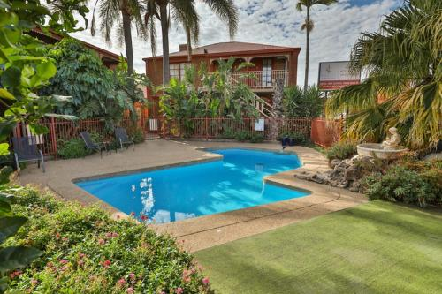 The swimming pool at or near Early Australian Motor Inn