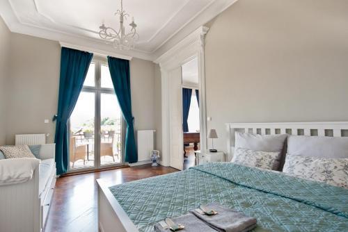 Łóżko lub łóżka w pokoju w obiekcie Wilhelmstadt Apartment 90m - PARKING