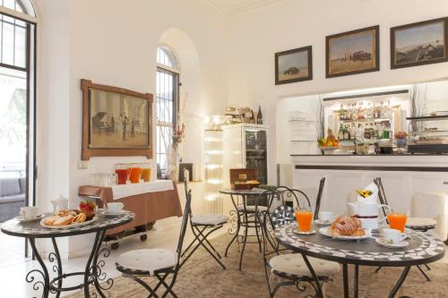 A restaurant or other place to eat at Villa Pirandello