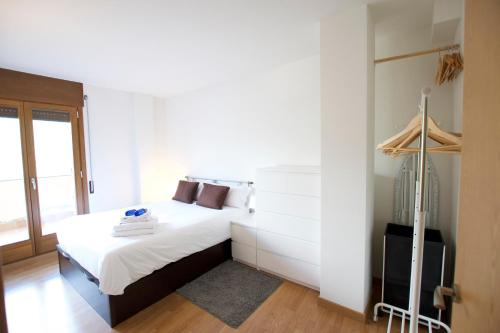 A bed or beds in a room at Apartamento Puigmal