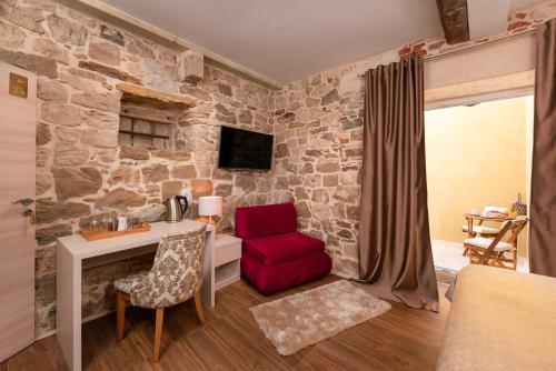A seating area at Hotel Agava Split