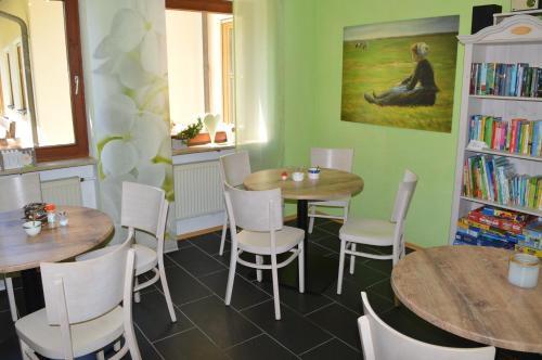 Ein Restaurant oder anderes Speiselokal in der Unterkunft Natur-Aktiv-Hof Thiem