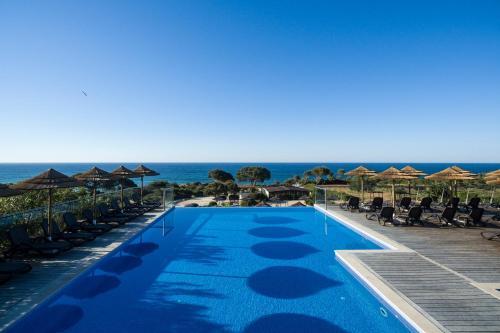 The swimming pool at or near Vila Alba Resort