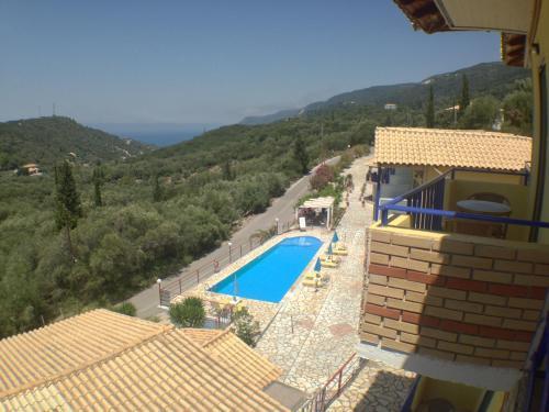 Θέα της πισίνας από το Politia Hotel ή από εκεί κοντά