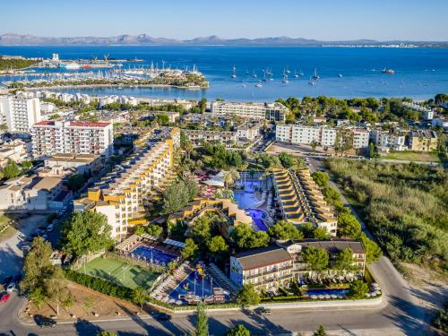 Een luchtfoto van Zafiro Tropic