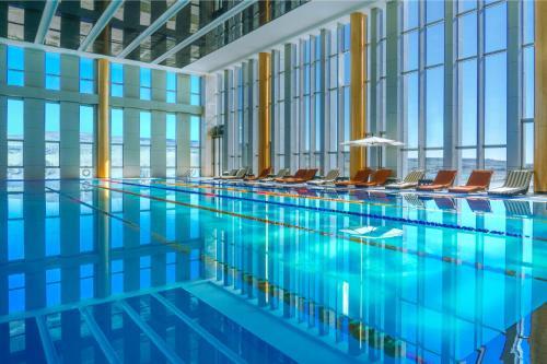 المسبح في فنادق وبريفيرينس هيوالينغ تبليسي أو بالجوار