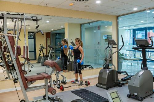 The fitness center and/or fitness facilities at Hotel Madeira Centro