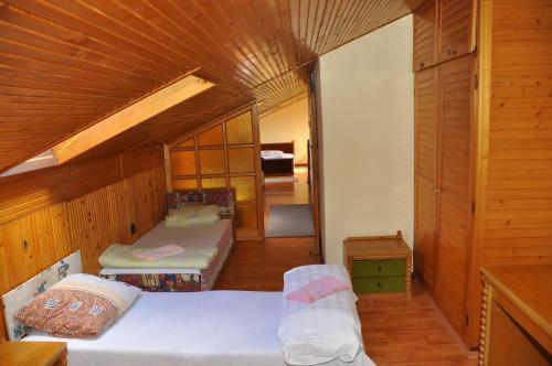 Ένα ή περισσότερα κρεβάτια σε δωμάτιο στο Hotel Palota