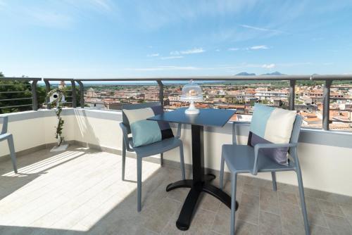 A balcony or terrace at Hotel Gli Ulivi