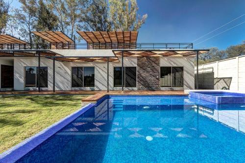 The swimming pool at or close to Quinta Bonarda