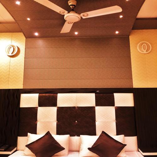 Un restaurante o sitio para comer en Hotel Pardesi's