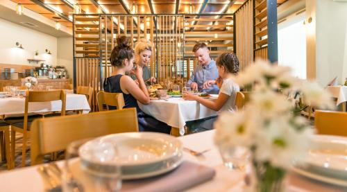 A restaurant or other place to eat at Hotel Polanica Resort & Spa