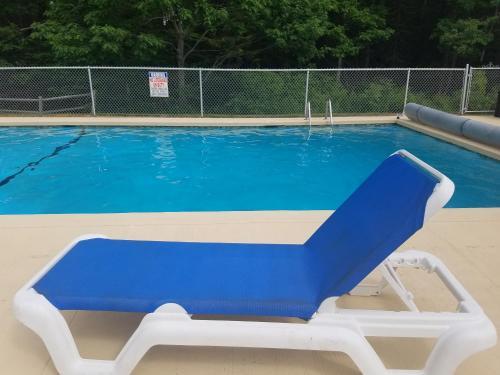 The swimming pool at or near The Lodge at Turbat's Creek
