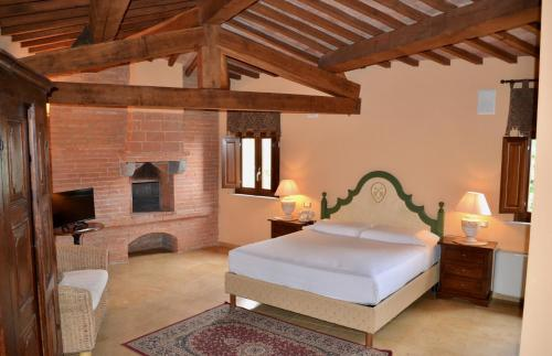 A bed or beds in a room at Castello Delle Serre
