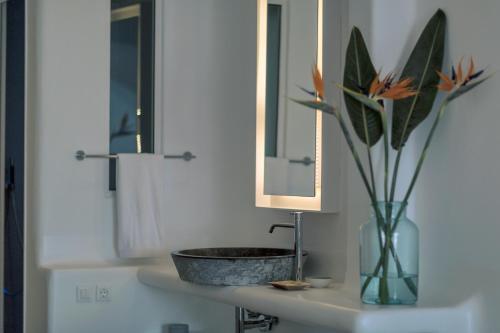 Salle de bains dans l'établissement Mykonos Blanc - Preferred Hotels & Resorts