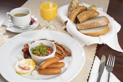 Breakfast options available to guests at Hotel Gino Park Palace