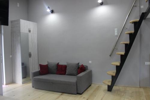 Een zitgedeelte bij Diasamidzeebi apartment