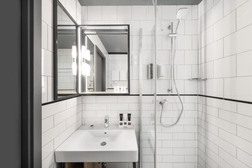A bathroom at D8 Hotel
