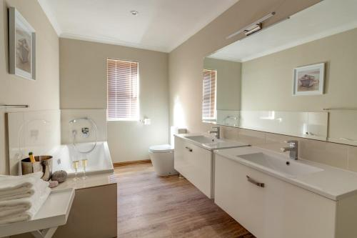 A bathroom at Protea Point