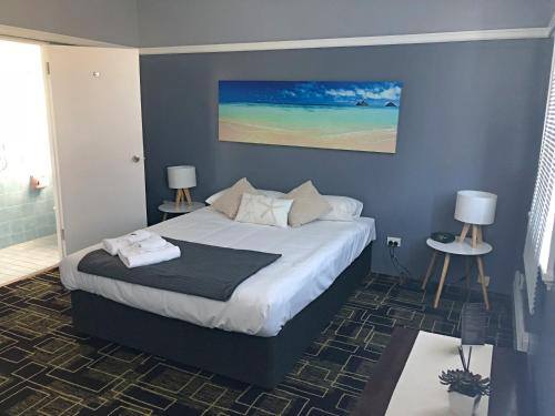 A bed or beds in a room at Swansea Hotel