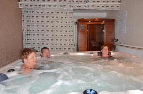 Guests staying at Domaine de La Mésange