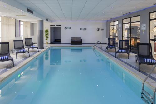 The swimming pool at or near Hotel Mercure Blois Centre