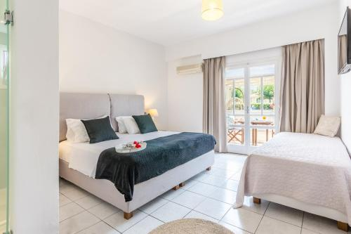 A bed or beds in a room at Vergina Studios & Apartments