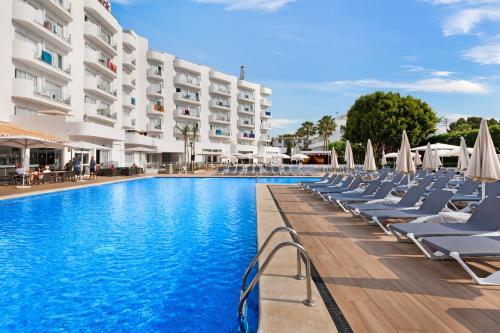 Het zwembad bij of vlak bij AluaSun Continental Park Hotel & Apartments