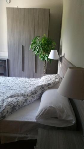 A bed or beds in a room at Casa al Lago