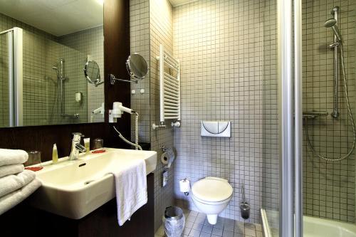 A bathroom at Santé Royale Hotel