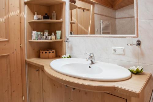 Ein Badezimmer in der Unterkunft Hotel Garni Zimmermann