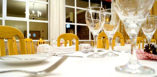 A restaurant or other place to eat at Grande Hotel Dom Dinis