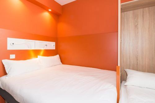 Een bed of bedden in een kamer bij ibis budget Gent Centrum Dampoort