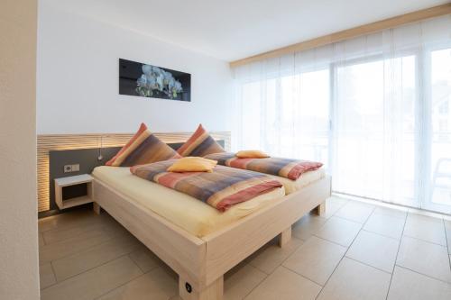 Ein Bett oder Betten in einem Zimmer der Unterkunft Hotel Garni Jägerhof