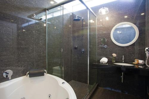 A bathroom at Ife Boutique